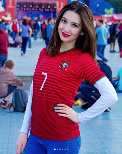 Болельщицы матча Португалия – Испания. Фото Instagram/kira_alinova