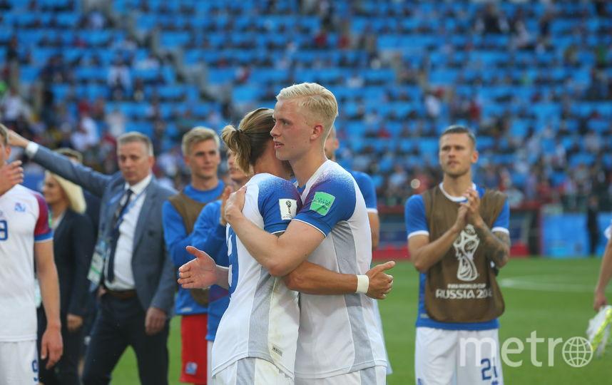 Исландцы снова смотрелись достойно, за что каждый благодарил партнёров. Фото Василий Кузьмичёнок