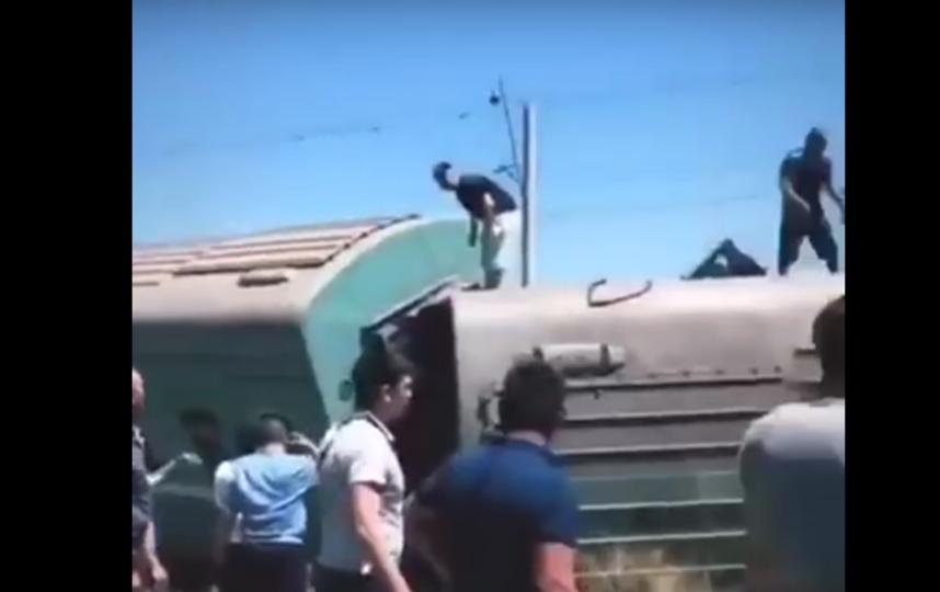 В Казахстане поезд сошел с рельсов, есть жертвы. Фото Все - скриншот YouTube