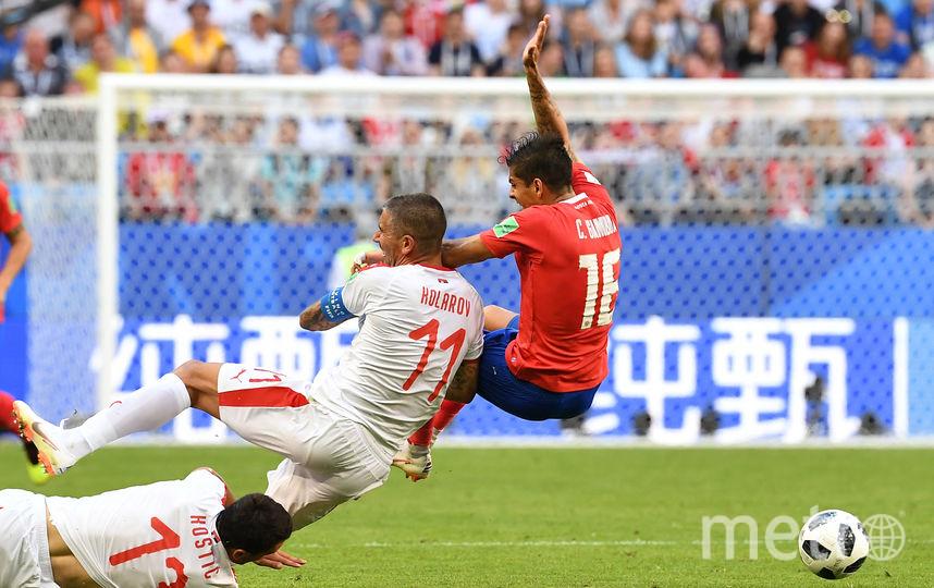 Борьба в матче Сербия - Коста-Рика. Фото AFP