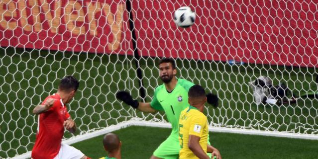 Цубер поражает ворота бразильцев.