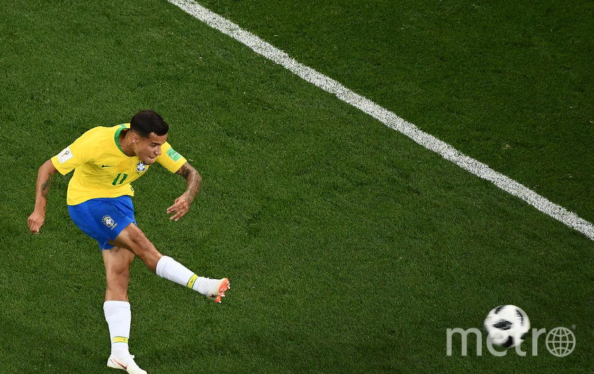 Филиппе Коутиньо закручивает мяч в ворота швейцарского вратаря Зоммера. Фото AFP