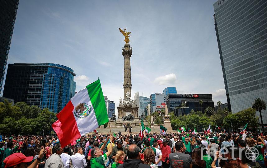 Мексиканцы радуются на родине победе своей команды. Фото Getty