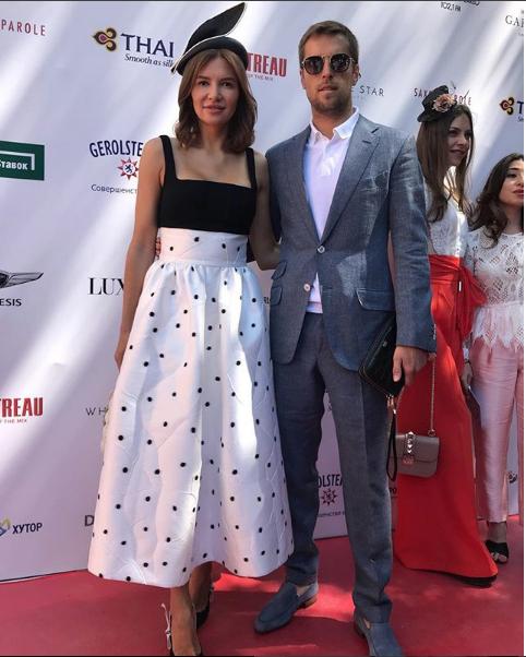 Футболист Дмитрий Комбаров с женой. Фото instagram.com/kombarov_23/?hl=ru