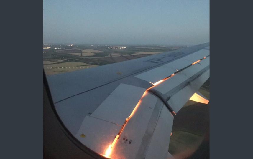 Самолет Саудовской Аравии загорелся перед посадкой. Фото скриншот twitter.com/AhmedMashaly24