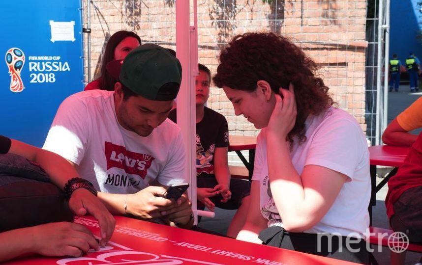 """Две корреспондентки Metro узнали, как познакомиться с иностранными парнями. Фото Святослав Акимов, """"Metro"""""""