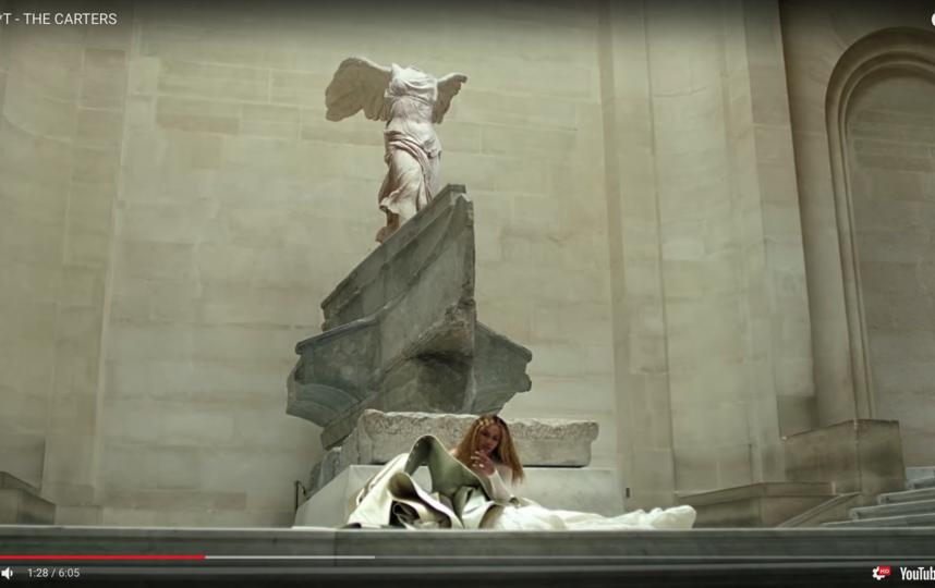 Новый клип на песню, в которой Бейонсе и Jay-Z рассказывают о том, какого успеха, богатства и признания они добились, проводит зрителя по нескольким залам Лувра. Фото Скриншот Youtube