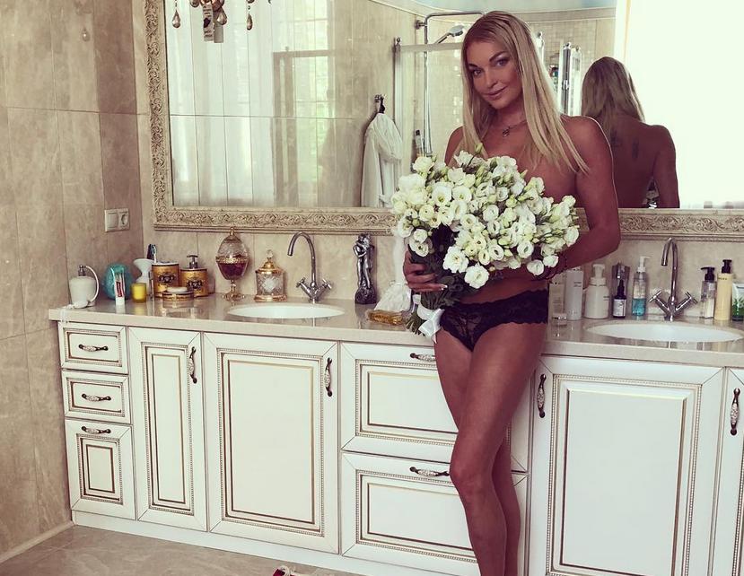 Анастасия Волочкова, фотоархив. Фото все - скриншот www.instagram.com/volochkova_art/