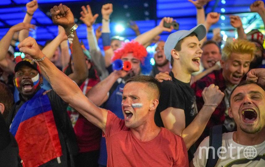 Российские болельщики праздновали победу над Египтом всю ночь. Фото Getty