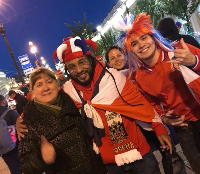 Болельщики в центре Петербурга. Фото Скриншот Instagram: @natalya.anatolyevna