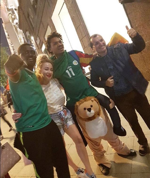 Болельщики в Москве. Фото Скриншот Instagram: @tatazimina