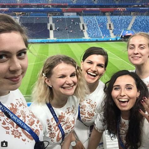Болельщицы сборной России по футболу. Фото Instagram/ekaterina_gut