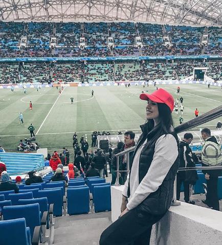 Болельщица сборной России по футболу. Фото Instagram/mercedessovaa