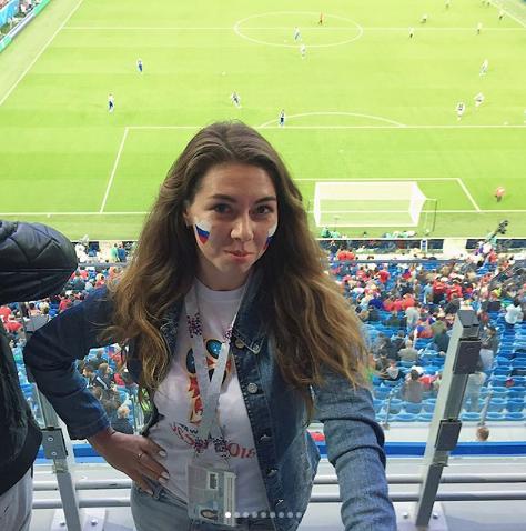 Болельщица сборной России по футболу. Фото Instagram/helen_ponosova