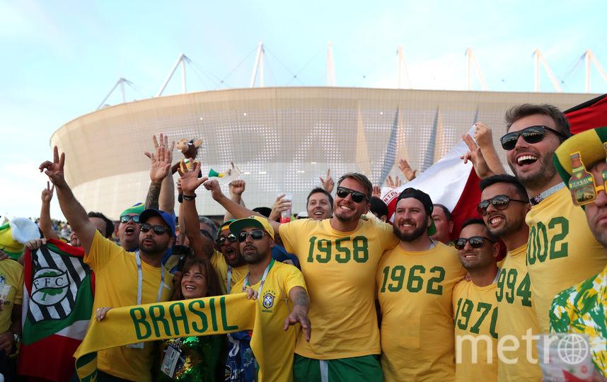 Бразильские болельщики ходят в России в желтых футболках с зеленой каймой. Фото Getty