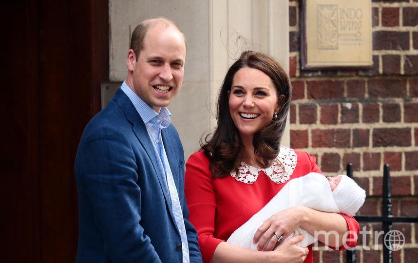 Кейт Миддлтон и принц Уильям с новорождённым принцем Луи. Фото Getty