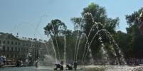 Петербуржцев просят не учить болельщиков купаться в фонтанах