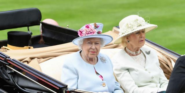 Елизавета II и ее двоюродная сестра Леди Огилви.