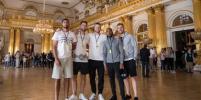 Футболисты сборной Англии провели день в Эрмитаже
