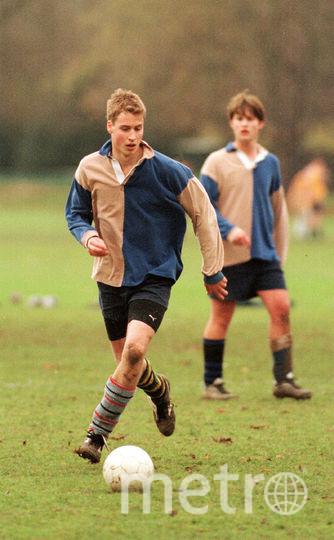 Уильям играет в футбол. Фото Getty