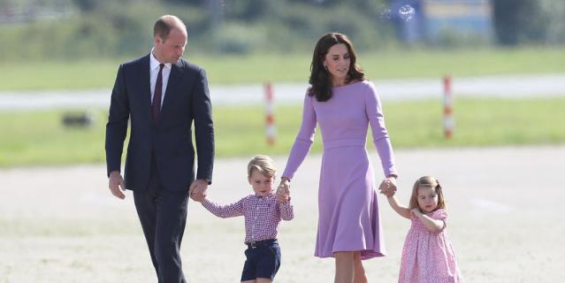 Кейт Миддлтон и принц Уильям с детьми.