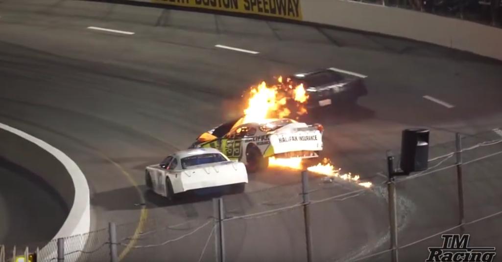 Гонщика Nascar вытащил из огня отец во время гонок: Видео. Фото Скриншот Youtube