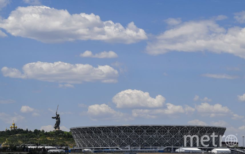 """Стадион в Волгограде расположен прямо напротив монумента """"Родина-мать"""" в память о погибших в Великой Отечественной войне. Фото AFP"""