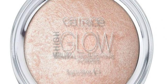 Хайлайтер Catrice high glow mineral highlighting powder.