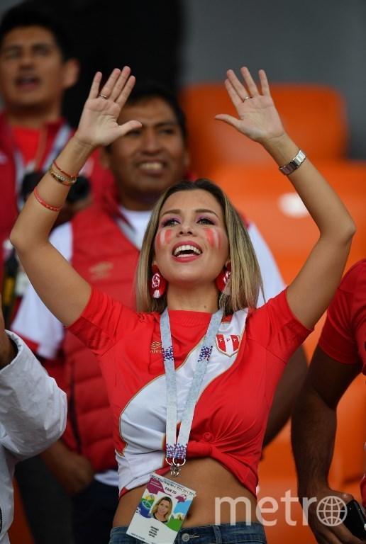 Фанатка на матче Франция - Перу в Екатеринбурге. Фото AFP
