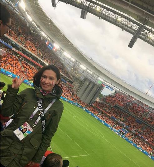 Фанатка на матче Франция - Перу в Екатеринбурге. Фото Instagram vera_kolomietc