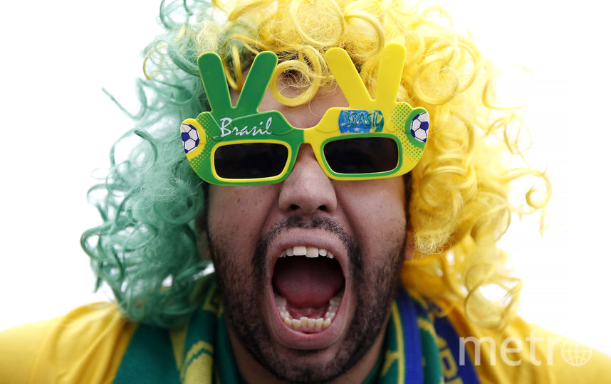 Бразильцы болеют на стадионе в Петербурге. Фото Getty