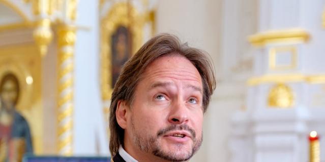 Настоятель Смольного собора отец Петр Мухин.