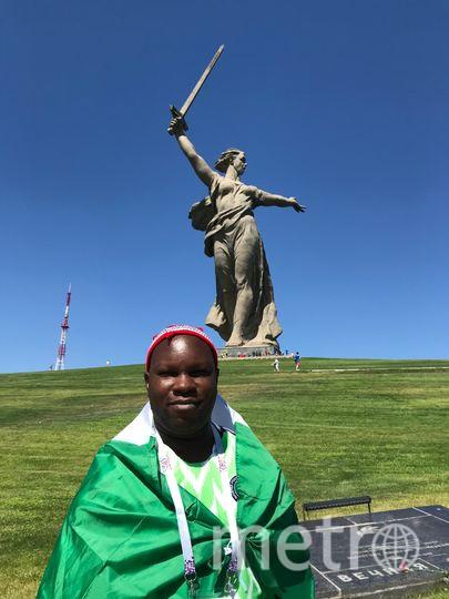 Нигериец Мета Нванзе благодарит Россию за спасение мира. Фото Индира Шестакова