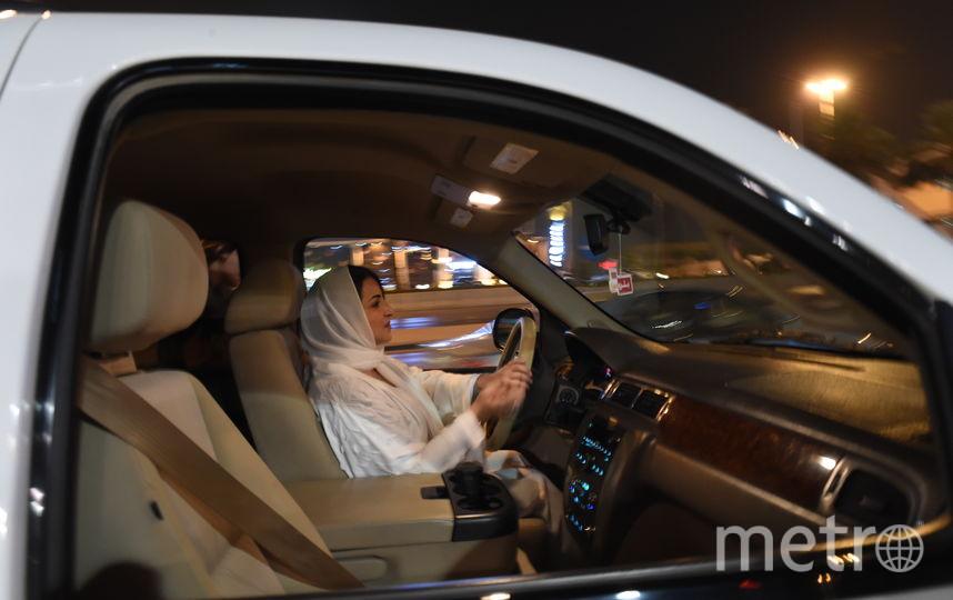 Саудовские женщины отмечают снятие запрета. Фото AFP
