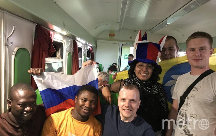 Главное веселье в поездах для болельщиков происходит в вагоне-ресторане. Фото Индира Шестакова