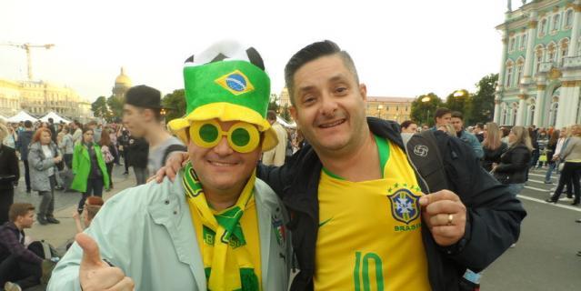 Дуглас с другом, журналисты из Сан-Пауло.