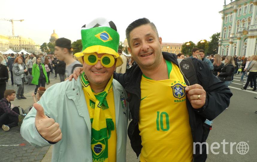 """Дуглас с другом, журналисты из Сан-Паулу, Бразилия. Фото все - Наталья Сидоровская, """"Metro"""""""