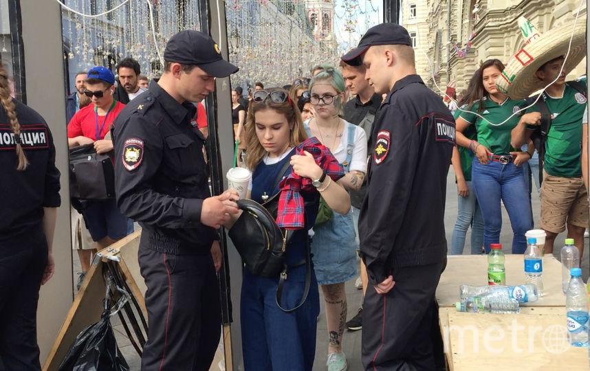 """Прежде чем попасть на Красную площадь, нужно пройти досмотр. Фото Дмитрий Беляев, """"Metro"""""""