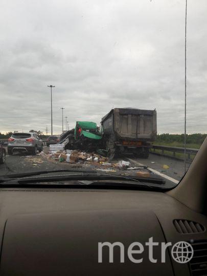 ДТП перекрыло КАД в узком месте. Фото vk.com