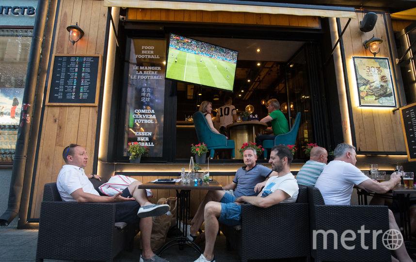Около 5 тысяч городских кафе по всей Москве стали альтернативой фан-зоне. Фото Василий Кузьмичёнок