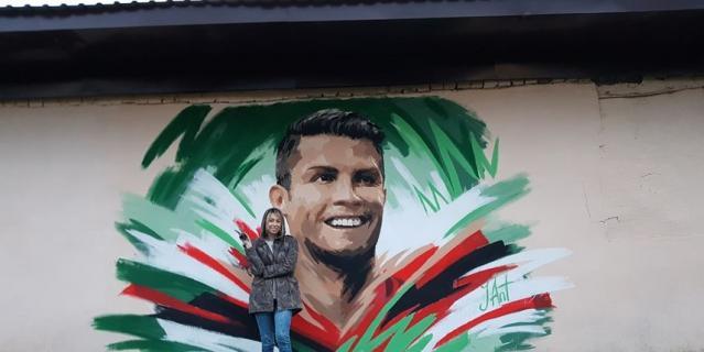 Художник - иллюстратор Юлия Антипова нарисовала граффити с Криштиану Роналду.