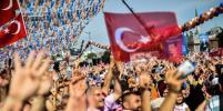 Сторонники Эрдогана празднуют победу в Турции: Фото