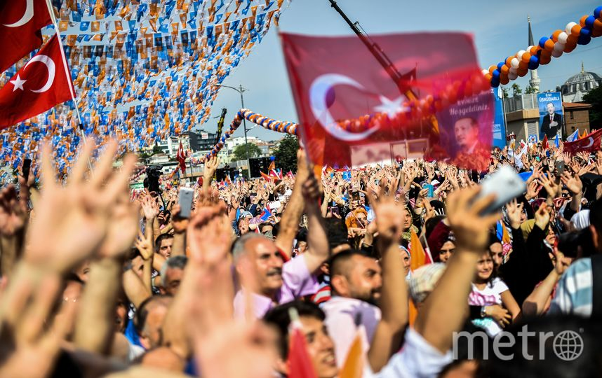 Сторонники нынешнего президента Турции Реджепа Тайипа Эрдогана празднуют его победу на внеочередных президентских выборах. Фото AFP
