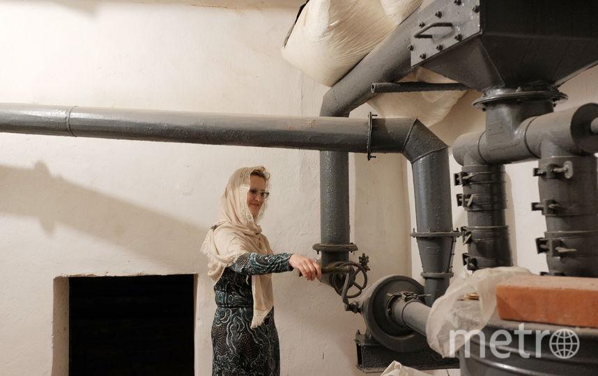 """Верующие не замечают, что в храме продолжается реставрация. Фото Алена Бобрович, """"Metro"""""""
