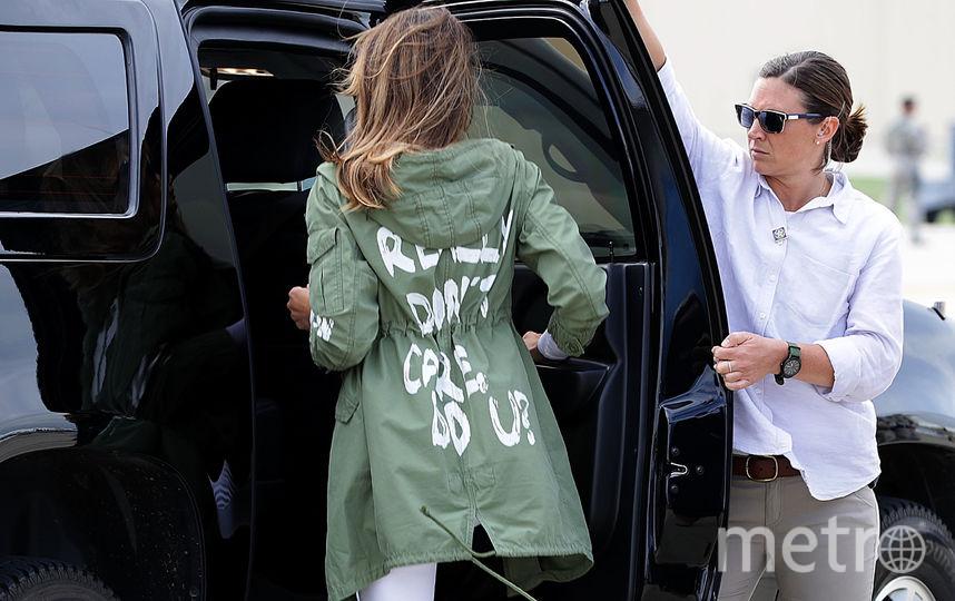 Мелания Трамп в той самой куртке с неоднозначной надписью. Фото Getty