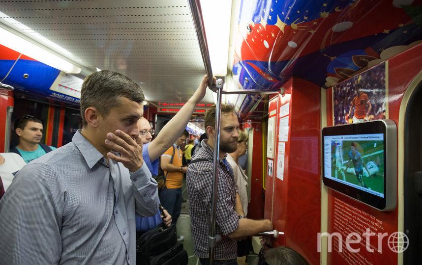 Реакция зрителей на третий гол в наши ворота. Фото Василий Кузьмичёнок