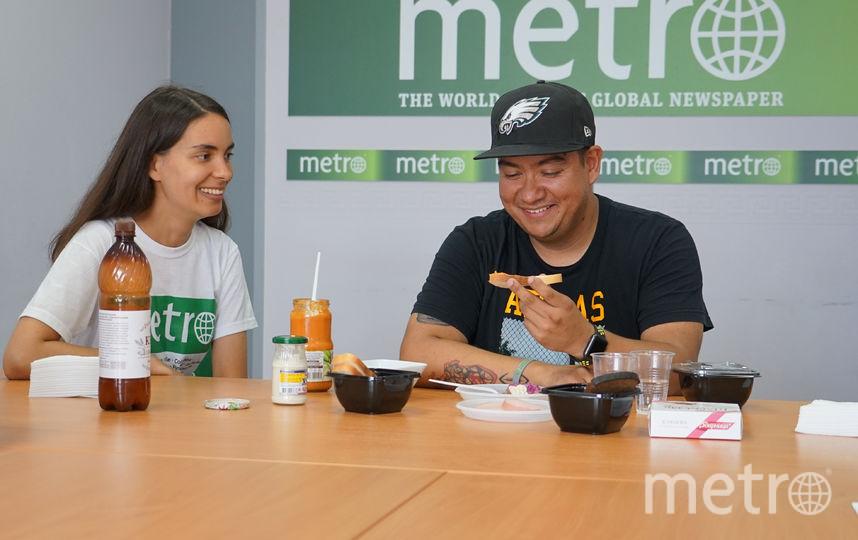 Французы Антуан и Поль, мексиканец Карлос и жительница Тайваня Моджи в редакции Metro. Фото Павел Киреев