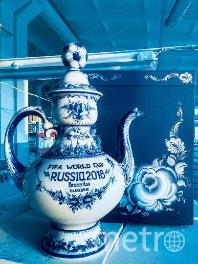Подарки Месси. Фото пресс-служба Гжельского фарфорового завода
