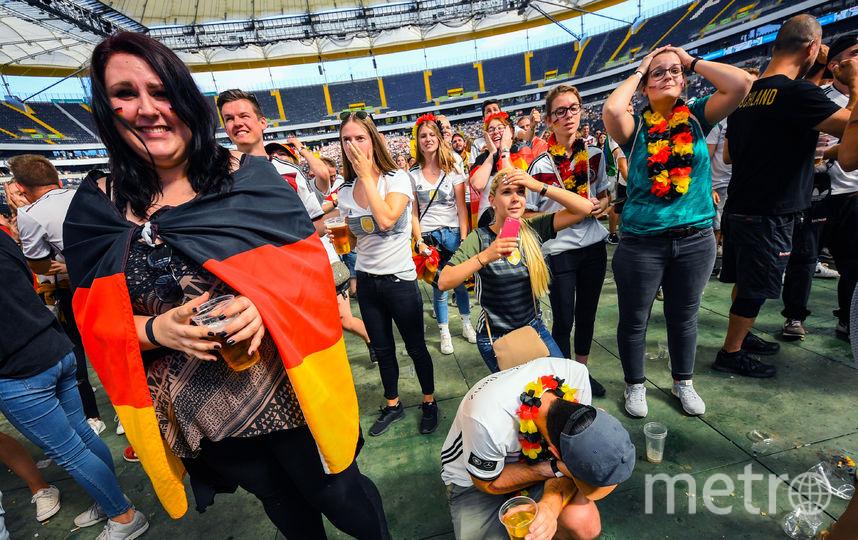 Болельщики сборной Германии не могут поверить в вылет своей команды. Фото AFP