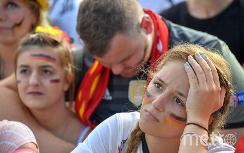 Фанаты сборной Германии не верят, что их сборная вылетела с чемпионата мира по футболу. Фото AFP
